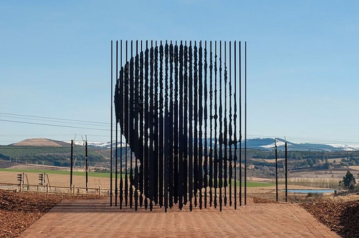 Даже голуби боятся! 30 самых оригинальных статуй и скульптур со всего мира