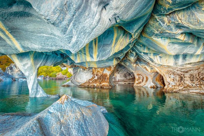 Мраморные пещеры в Чили. (700x466, 548Kb)