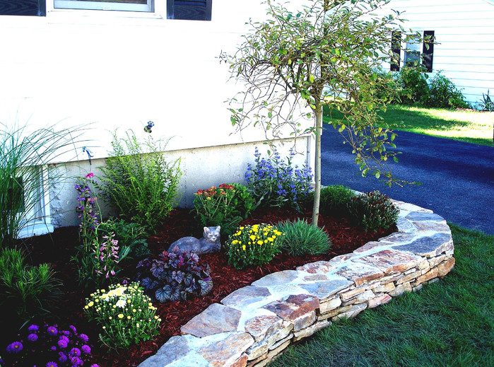 top-3-simple-flower-bed-landscaping-ideas-easy-simple (700x519, 545Kb)