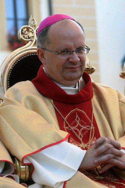 z10866998Q,Biskup-opolski-Andrzej-Czaja (414x620, 78Kb)