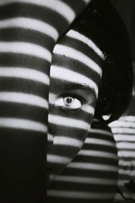 Необычные фотографии, в которых тень не только главный акцент, но еще и... одежда моделей