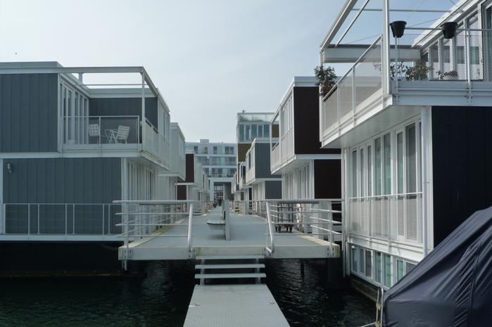 плавающие дома амстердам 2 (700x465, 484Kb)