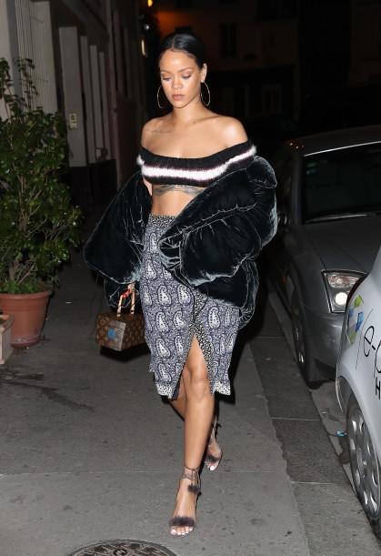 FFN_Rihanna_Skin_CHP_092616_52185972-419x611 (419x611, 162Kb)