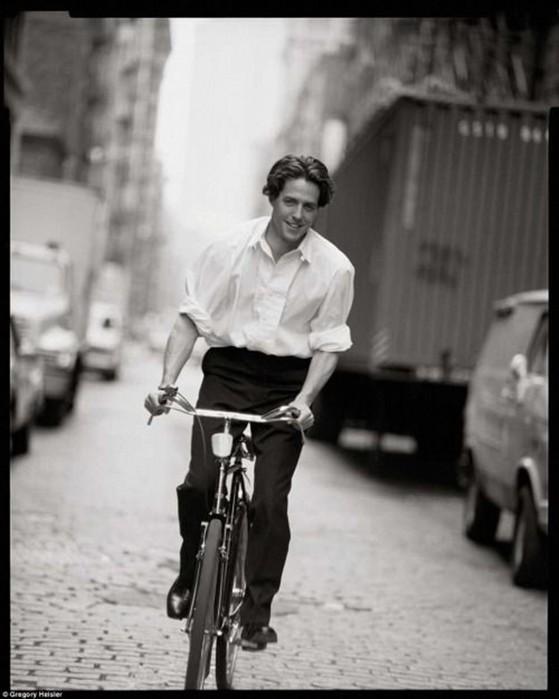 Знаменитости шоу-бизнеса и политики на велосипедах — прикольные фотографии