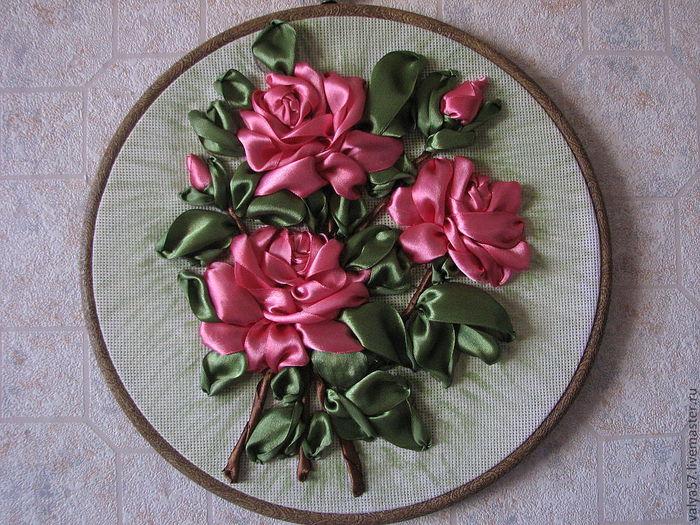 Вышитые цветы из атласных лент своими руками