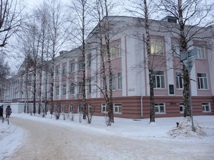 Здание Ухтинского ж.д. Техникума (700x525, 128Kb)