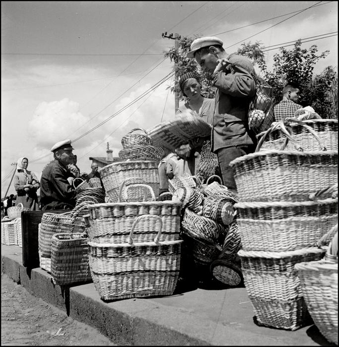 Гер Лист  Crimea. Simferopol. 1943. Baskets for sale. (683x700, 398Kb)