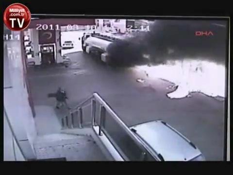 Бесстрашный водитель спас заправку (видео)