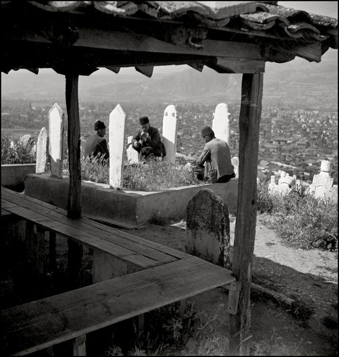 Герберт Лист Crimea. 1943. Muslims on a tatar cementery. (665x700, 364Kb)