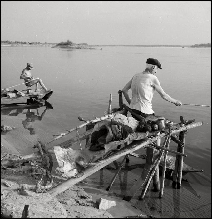 Гер Лист  1943. Crimea. Line fishing at the Delta. (679x700, 331Kb)
