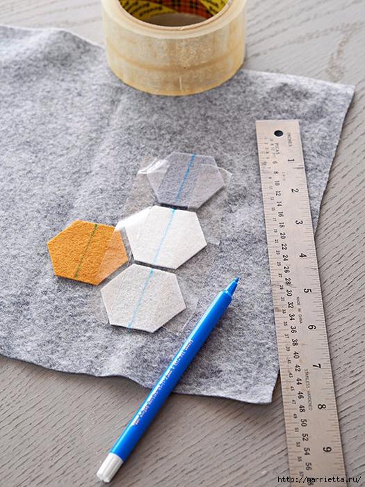 Подушка из фетра с геометрическим орнаментом (3) (525x700, 326Kb)