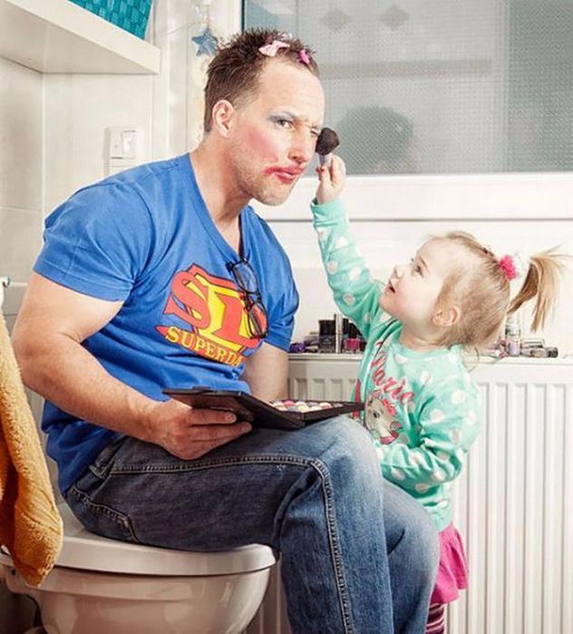 Дочки с отцом момент, когда