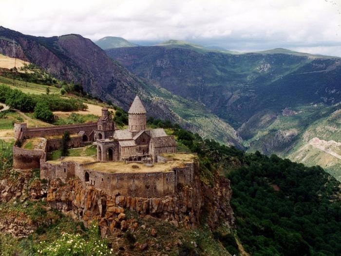 3. Панорама монастыря Татев (700x525, 452Kb)
