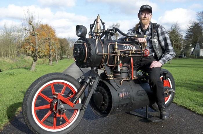 Стимпанк-мотоцикл с паровым двигателем