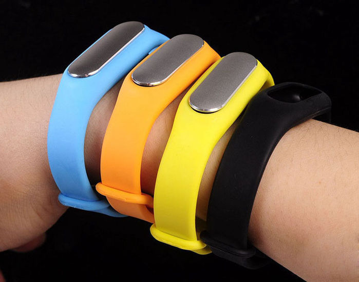 pl8752694-kids_gps_tracker_smart_bluetooth_bracelet_with_sports_and_sleeping_inspection_yellow_blue_black (700x550, 48Kb)