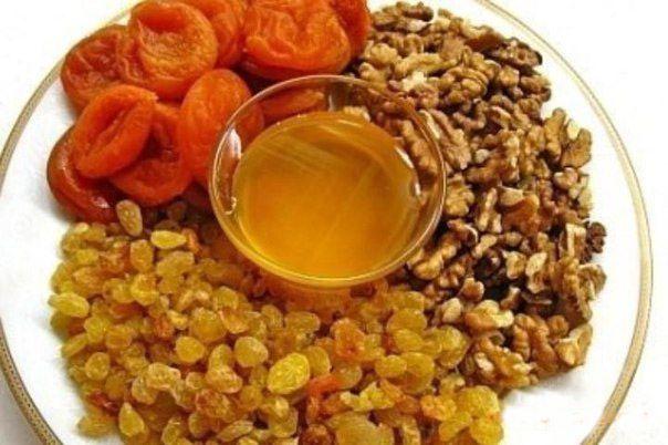 Мед с черносливом курагой и орехами