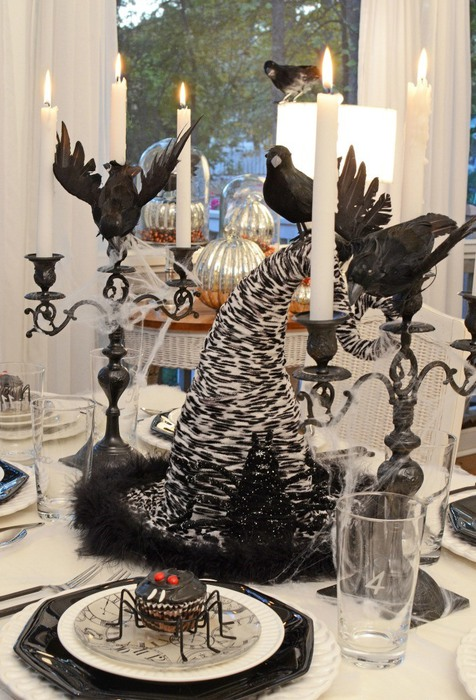 Halloween-Tablescape-with-Spider-Cupcakes-Clock-Plates-a-Witchs-Hat-Centerpiece-0 (476x700, 119Kb)