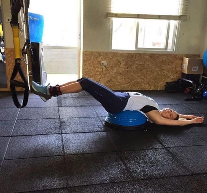 Бар Рафаэли показала, как после беременности истязает себя в спортзале