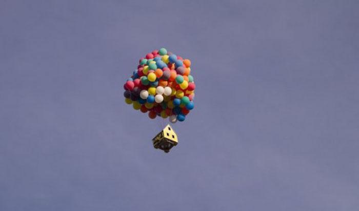 дом на воздушных шарах 8 (700x411, 58Kb)