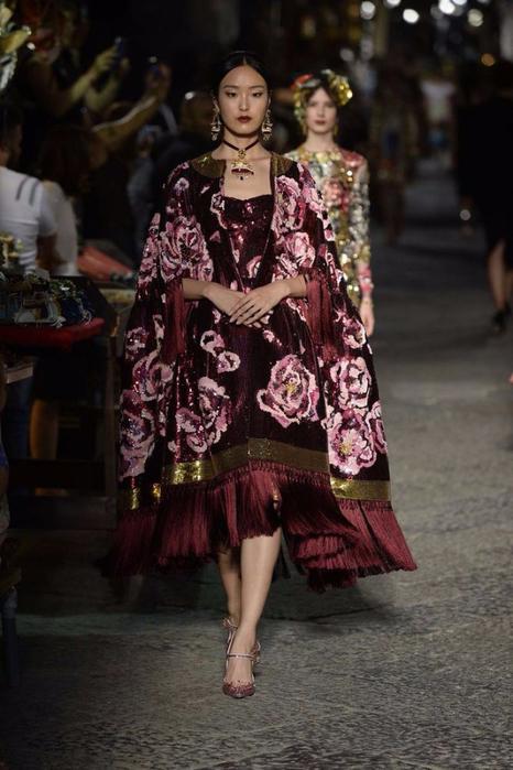 новая коллекция от кутюр Dolce & Gabbana 18 (466x700, 317Kb)