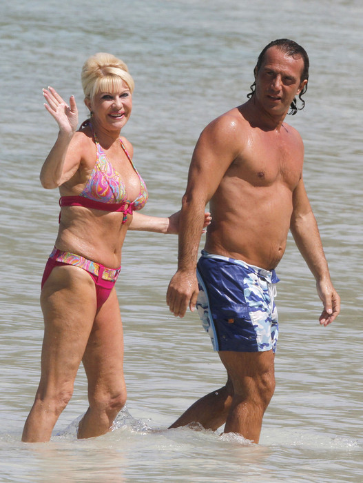 Ivana+Trump+Shows+Off+Bikini+Body+CZ_pIOy7x_4x (527x700, 116Kb)