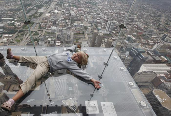 Skydeck-Sears-Tower-Chicago- (700x476, 67Kb)