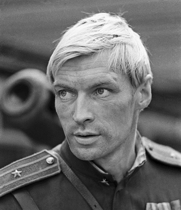 Герои-любовники: 20 самых красивых советских актёров