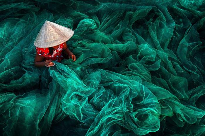 4. Изготовление рыболовной сети. Фото Danny Yen Sin Wong (700x466, 445Kb)