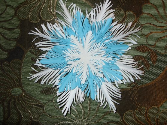 How-to-DIY-Paper-Feather-Snowflake1 (556x417, 279Kb)