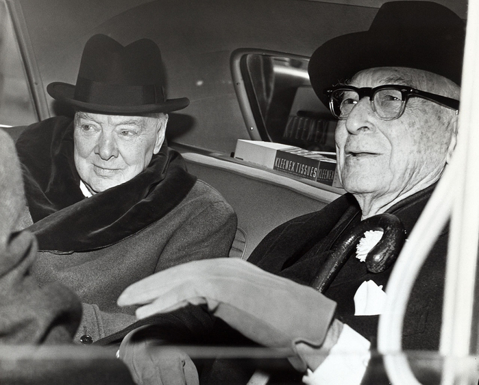 1280px_winston_churchill_and_bernard_baruch_talk_in_car_in_front_of_baruch_s_home_14_april_1961 (700x562, 306Kb)