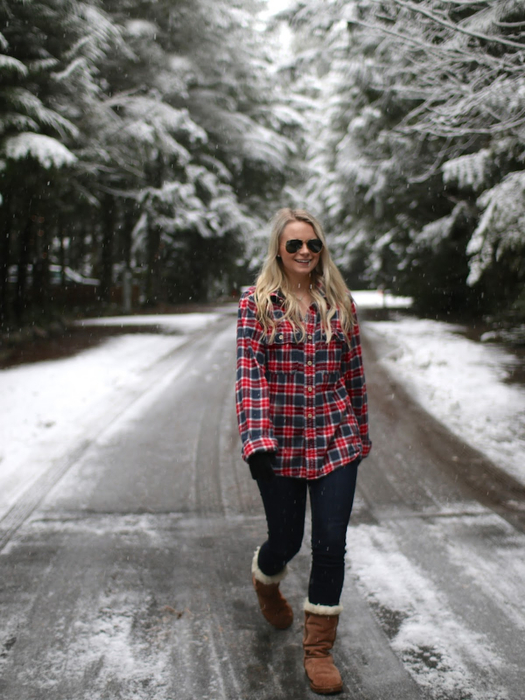 red plaid in the snow3 (525x700, 376Kb)
