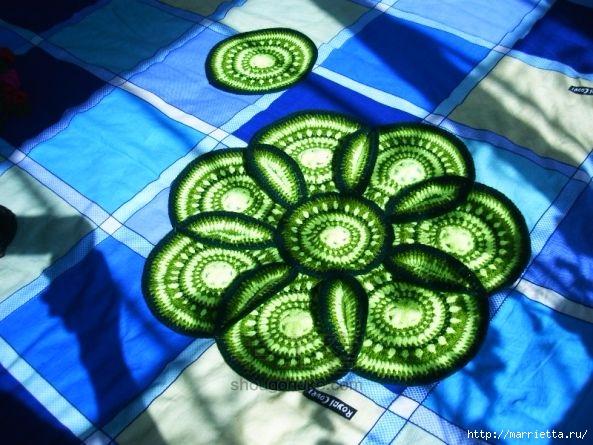 Панцирь черепахи - подушка крючком из круглых мотивов (4) (593x445, 205Kb)