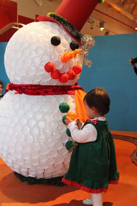 Снеговик своими руками из пластиковых стаканчиков пошаговое фото 77