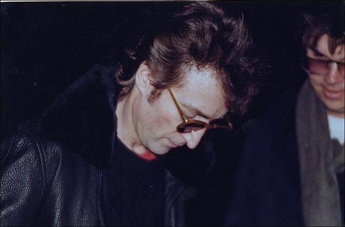Lennon_and_Chapman (682x450, 33Kb)