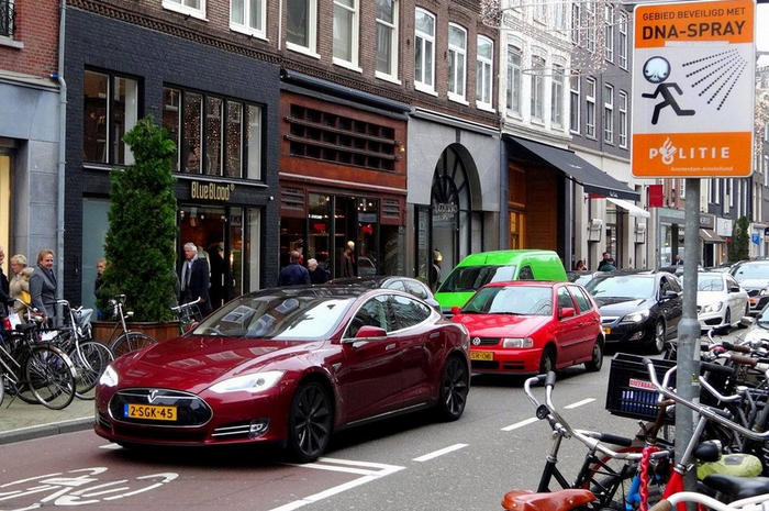 netherlands-electric-cars-ecotechnica-com-ua (700x465, 411Kb)