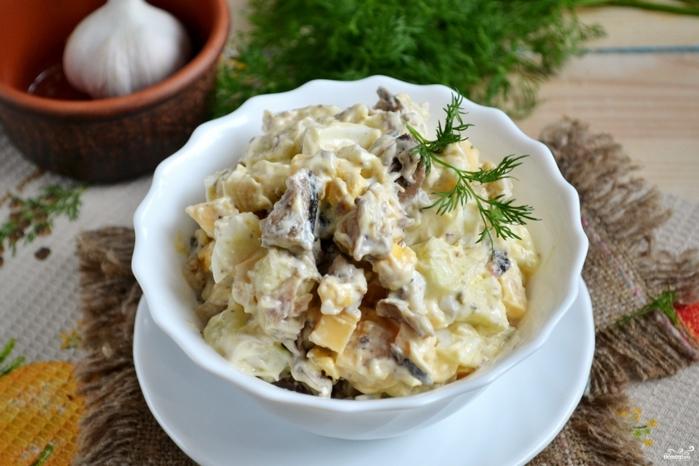 Рецепты со шпротами на Новый год/5281519_salat_iz_shprot250160 (700x466, 225Kb)