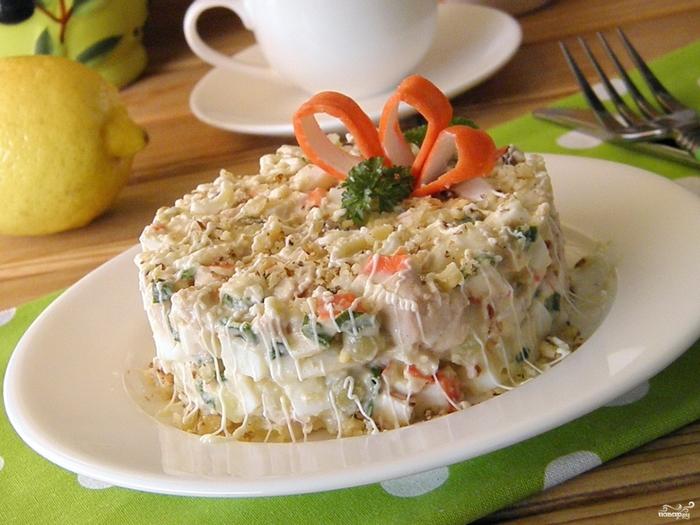 Рецепты с печенью на Новый год/5281519_salat_iz_krabovih_palochek_i_pecheni_treski238491 (700x525, 284Kb)