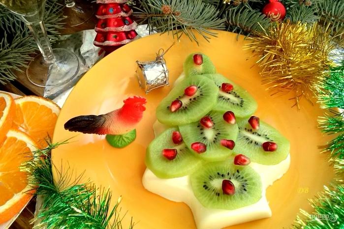 Рецепты с фруктами на Новый год/5281519_desert_v_forme_elki_334806 (700x466, 293Kb)