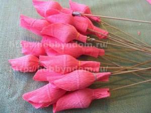 Букеты из конфет. Бутоны роз (7) (300x224, 77Kb)