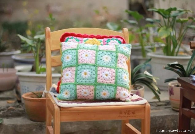 Бабушкин квадрат с цветком. Вяжем подушку (4) (635x437, 170Kb)