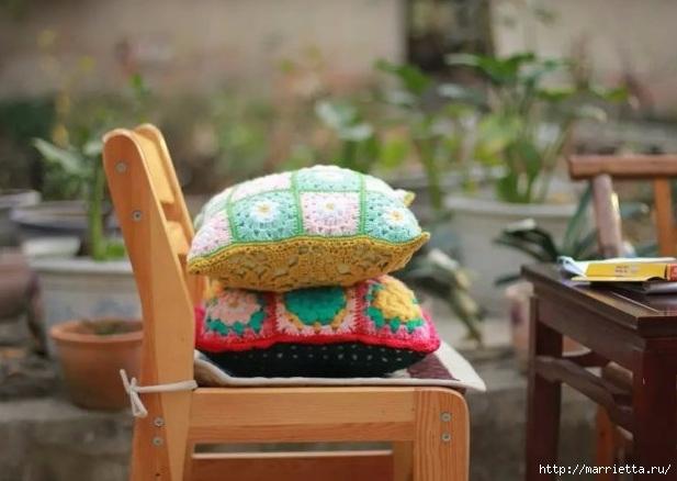 Бабушкин квадрат с цветком. Вяжем подушку (6) (617x438, 142Kb)