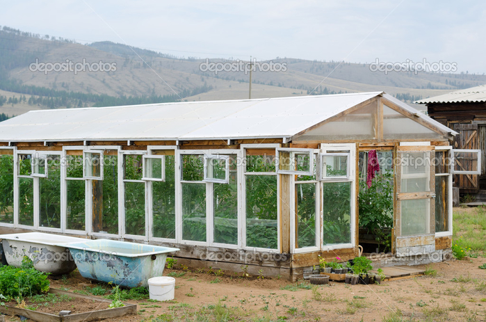 depositphotos_29957405-greenhouse-at-kitchen-garden (700x463, 415Kb)