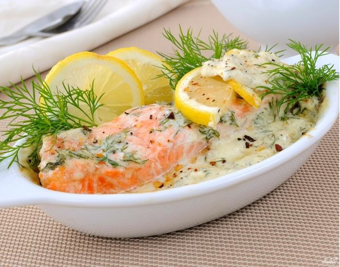 Рецепты с красной рыбой на Новый год/5281519_krasnaya_riba_v_slivochnom_souse_v_duhovke283785 (700x549, 310Kb)