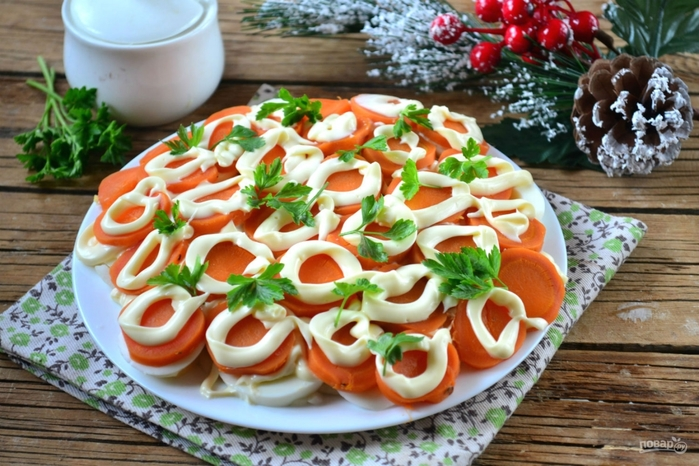 Рецепты с морковью на Новый год/5281519_salat_quotmonetka_na_schastequot337301 (700x466, 293Kb)