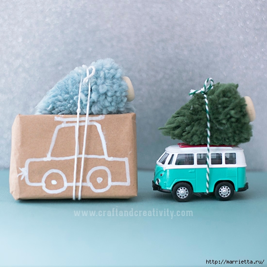 Миниатюрные новогодние елочки из помпонов (1) (550x550, 168Kb)