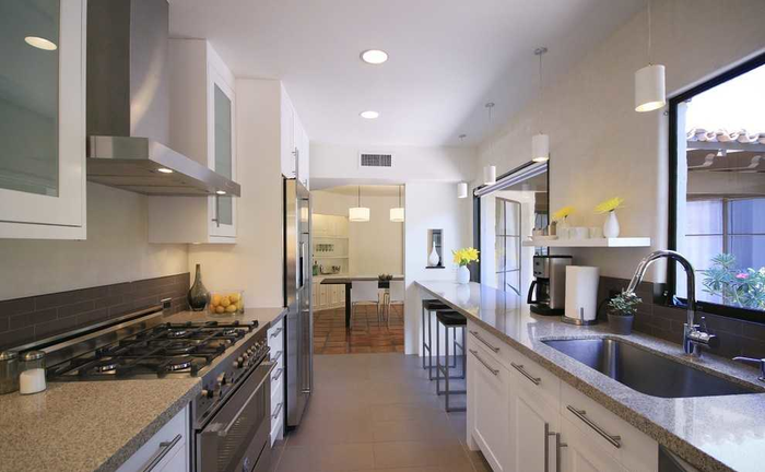 Двухлинейная кухня (700x432, 315Kb)