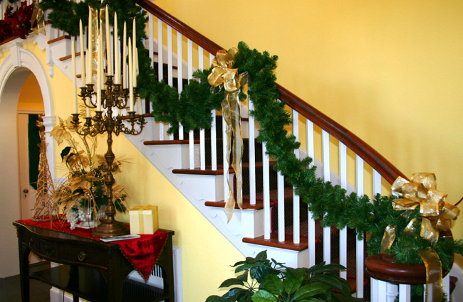 christmas-stairs-decoration-ideas-16  лестница 2 (650x425, 444Kb)