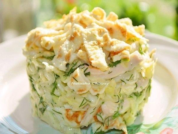 Салат с яичным блинчиком