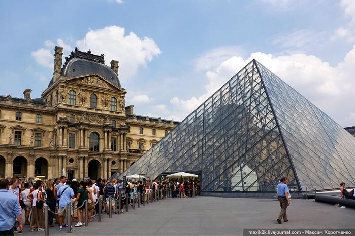 стеклянная пирамида лувра 2 (700x466, 395Kb)