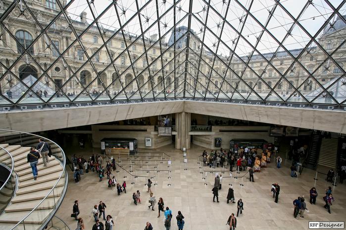 стеклянная пирамида лувра 4 (700x466, 497Kb)